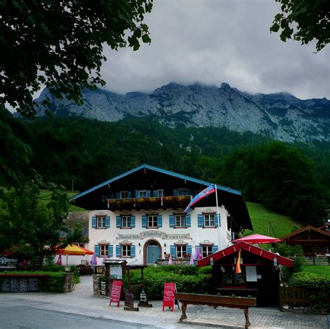 Picturesque Alpenhof pension in the Bavaria   © all rights
